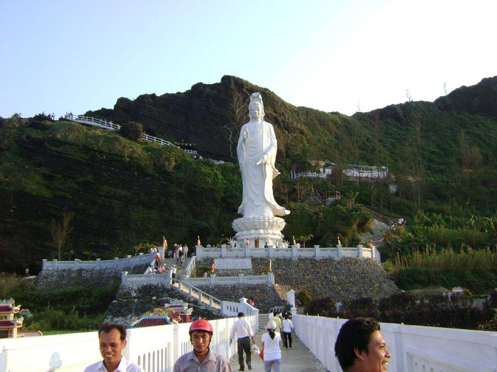 Chùa Đục cũng là địa điểm thu hút nhiều du khách