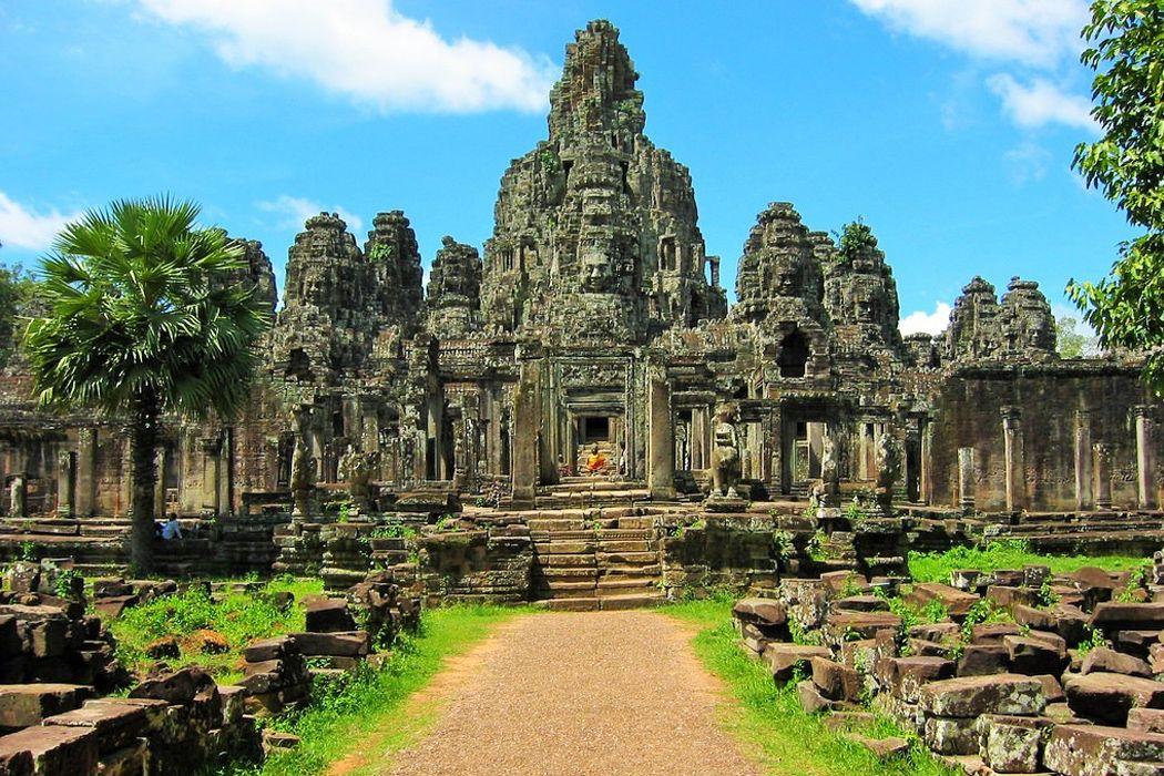 Thỏa sức khám phá Angkor Thom