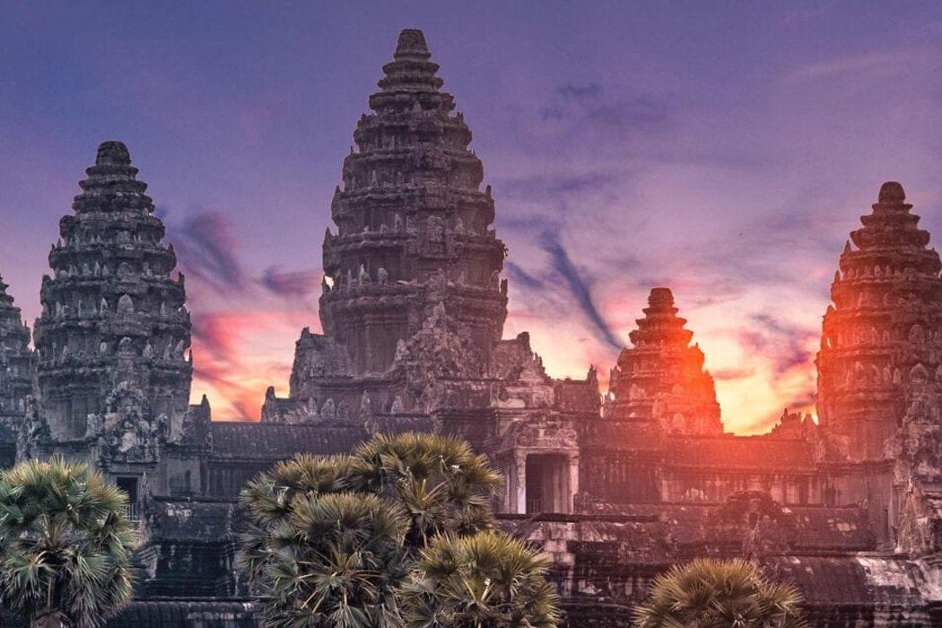 Ngắm nhìn bình minh lên tại đền Angkor Wat