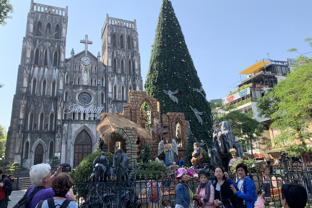 """Check in """"sống ảo"""" tại  nhà thờ lớn Hà Nội"""