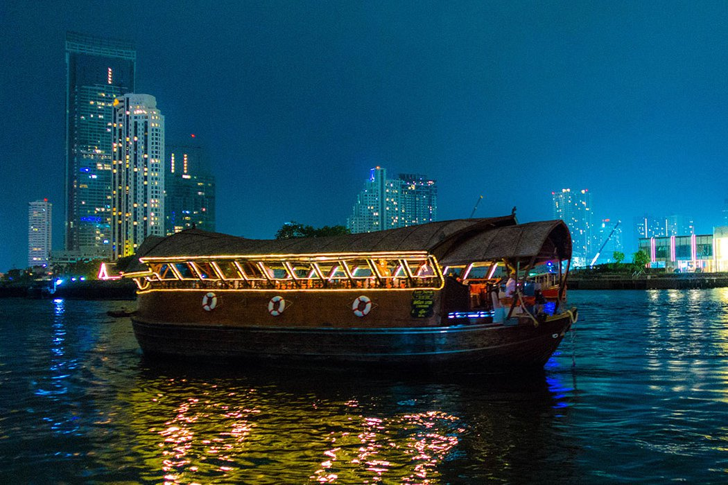 Du thuyền Loy Nava
