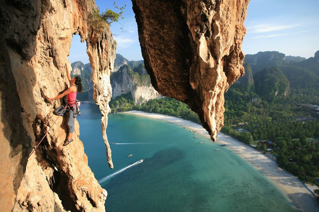 Leo núi đá ở Krabi