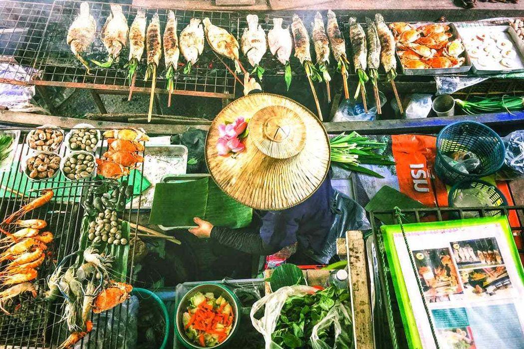 Thưởng thức ẩm thực quanh thành phố