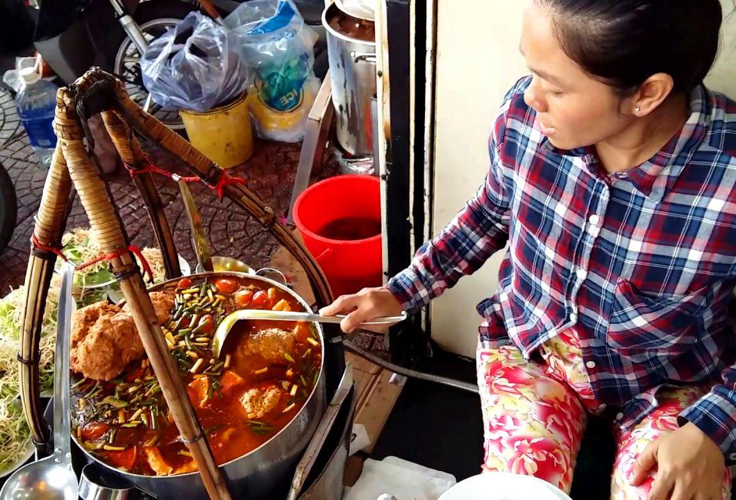 Gánh bún riêu chợ Bến Thành
