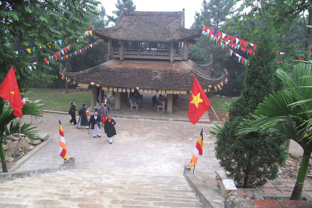 Tham gia lễ hội chùa Trăm Gian