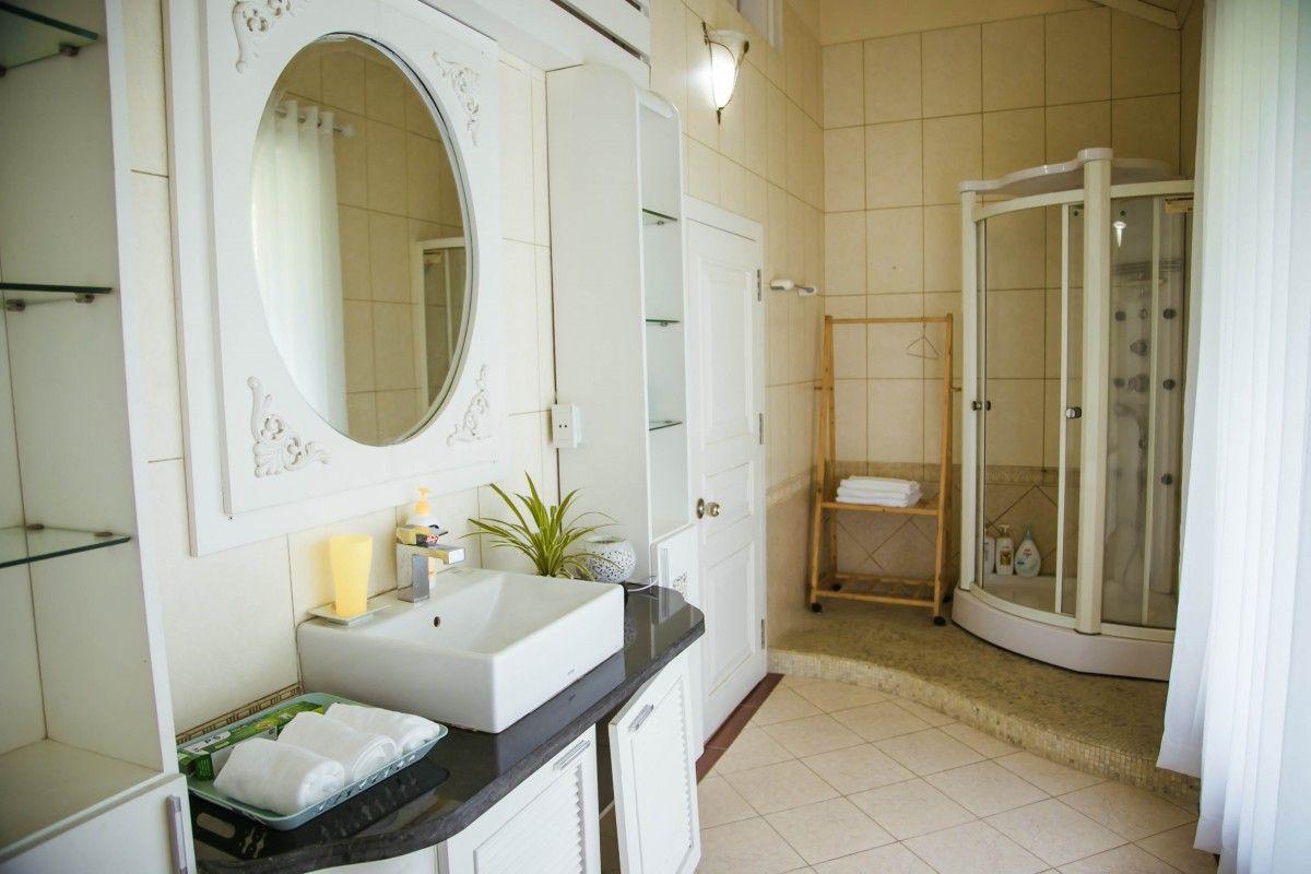 phong ve sinh tranquil villa homestay thach that ha noi