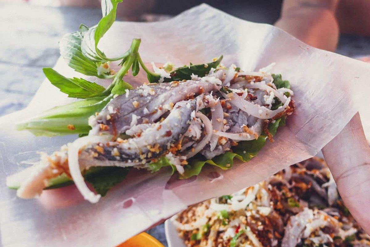 Ăn uống ở hồ Quan Sơn