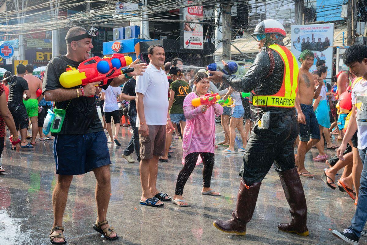 Lễ hội té nước ở Phuket