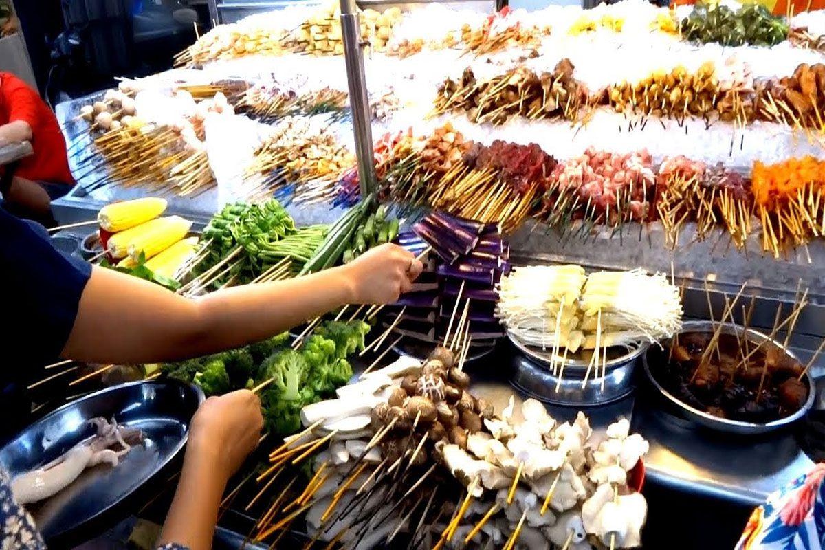 Thưởng thức những món ăn đường phố đậm chất bản địa