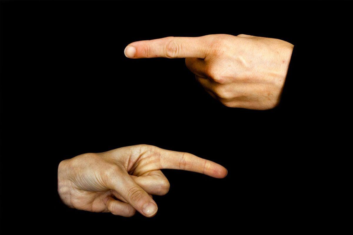 Không chỉ, bằng ngón tay hoặc bàn chân