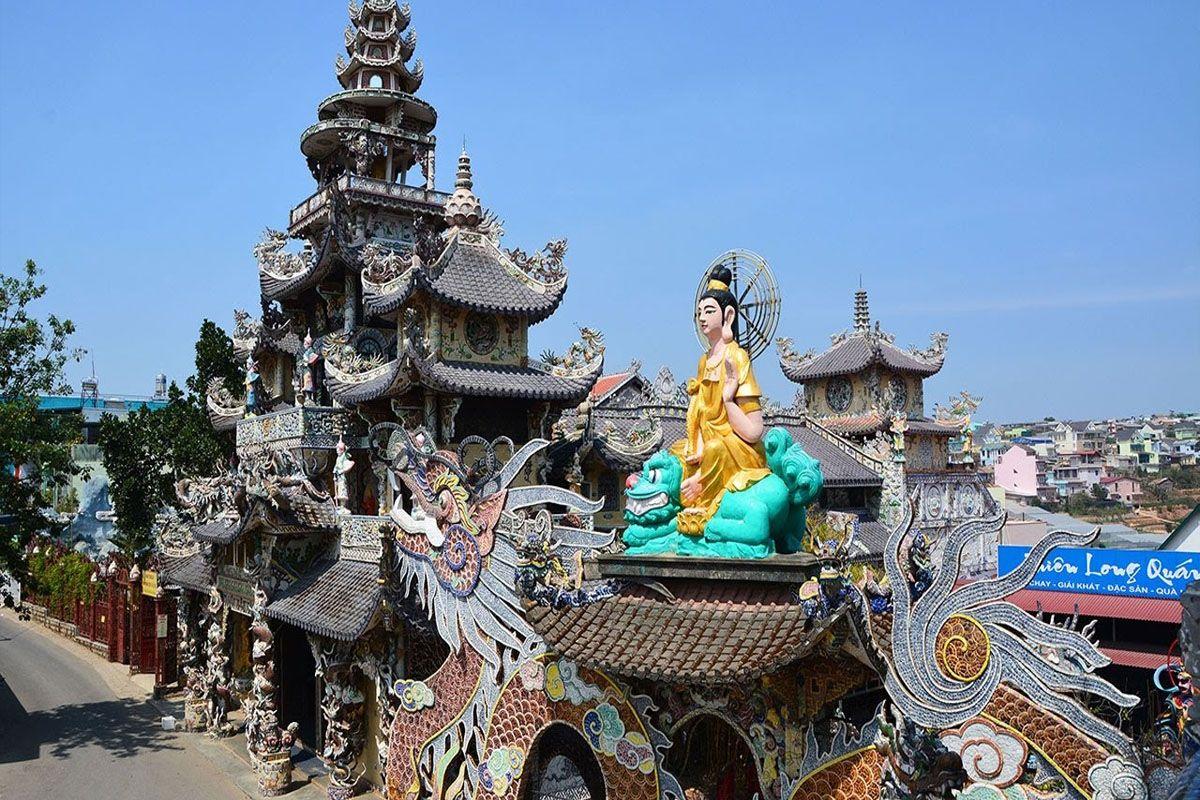 Vẻ đẹp chùa Linh Phước ở Trại Mát Đà Lạt