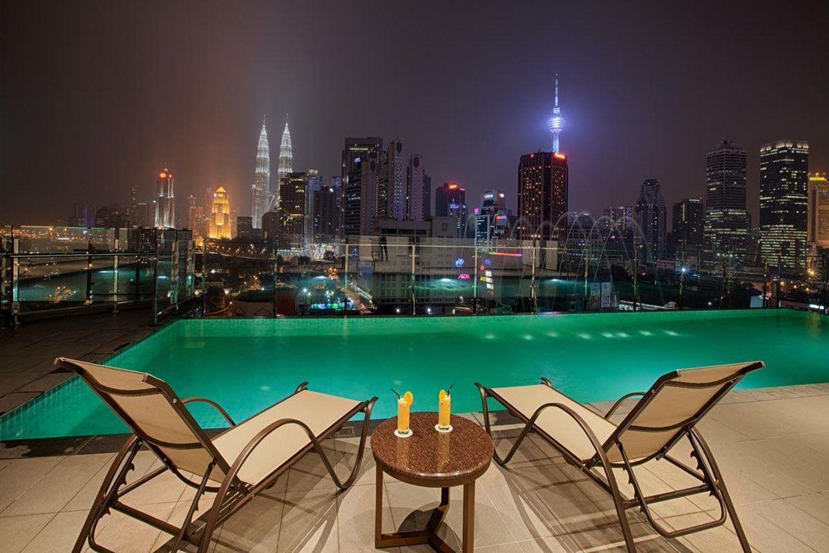 Bể bơi ở khách sạn WP