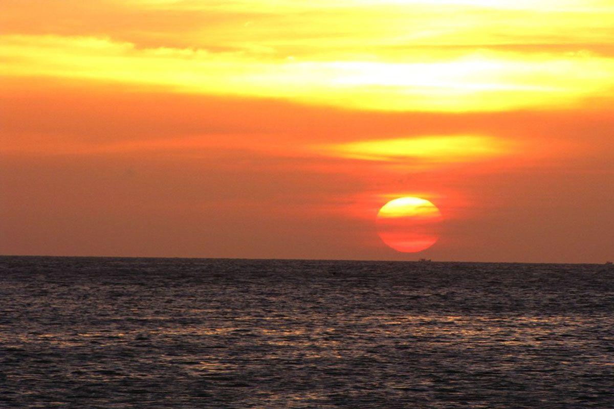 Ngắm bình minh và hoàng hôn trên biển