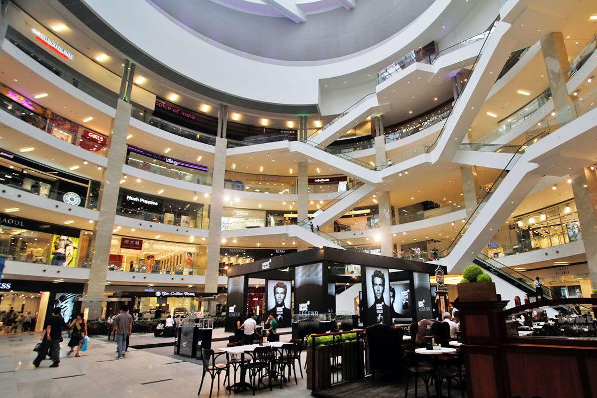 Vui chơi tại trung tâm thương mại và xem phim