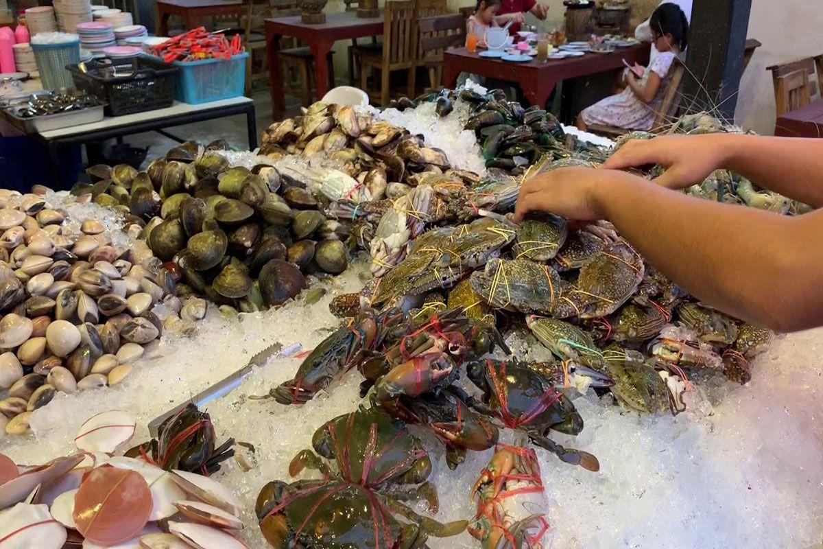 Nhà hàng Buffet hải sản Long Lay