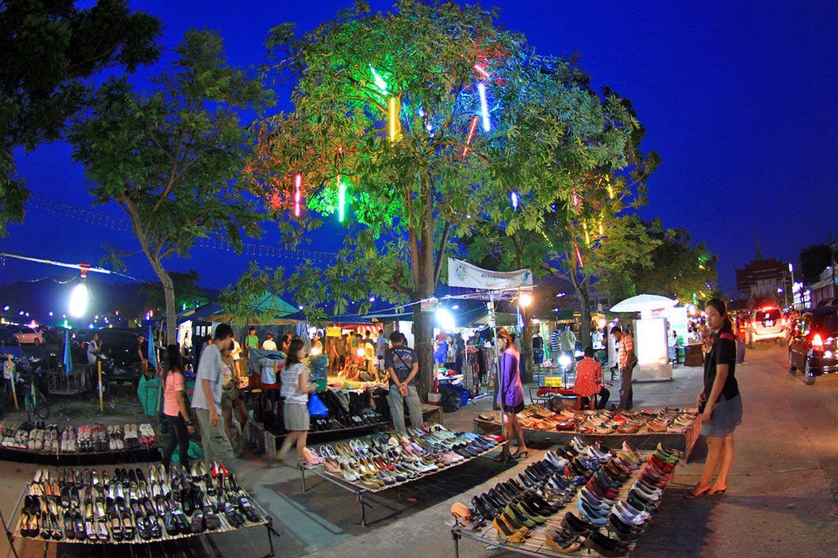 Ghé thăm chợ cuối tuần ở Phuket