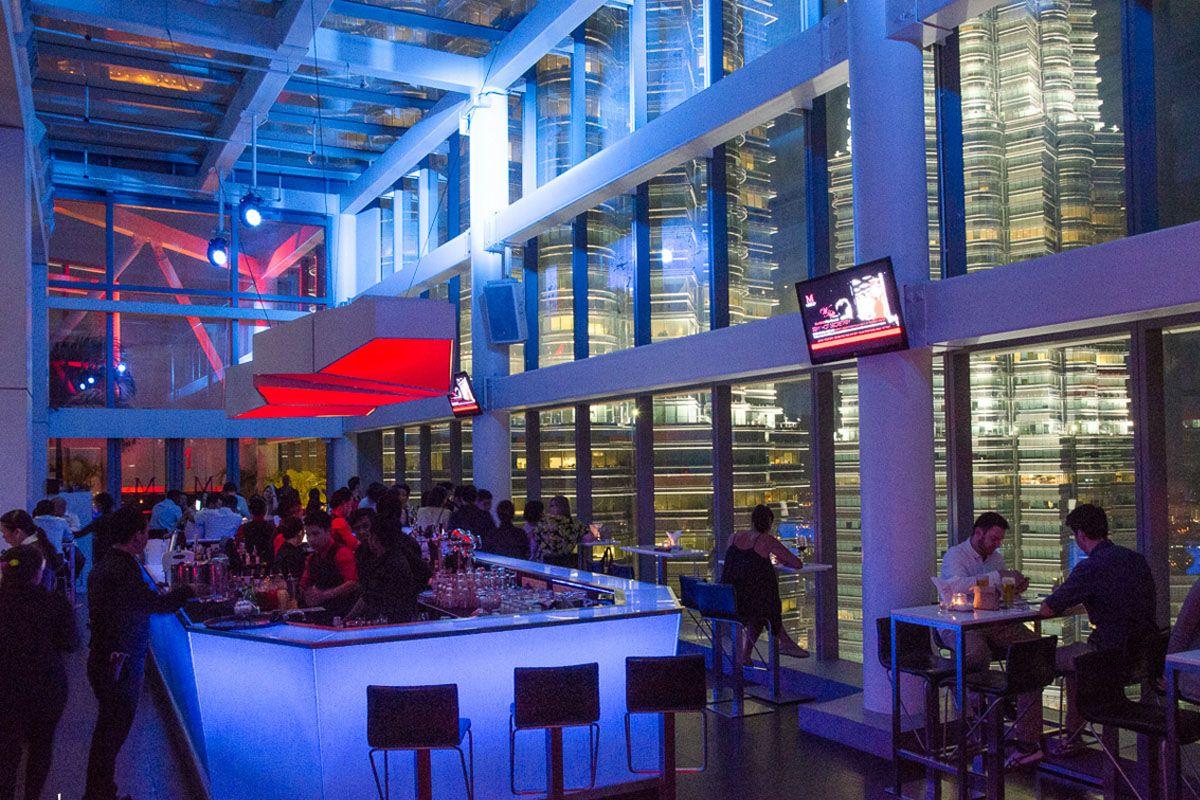 Quán bar Marini's trên tầng 57 của tòa tháp đôi Petronas