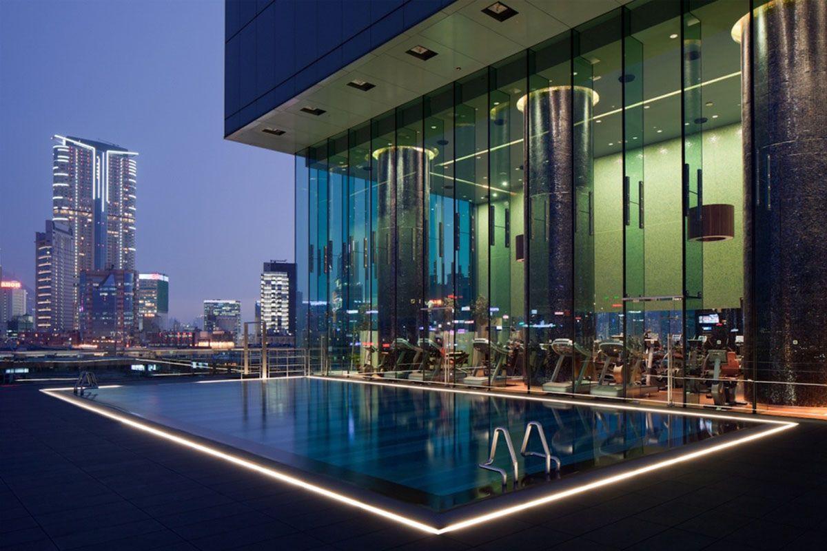 Hồ bơi ở khách sạn Icon