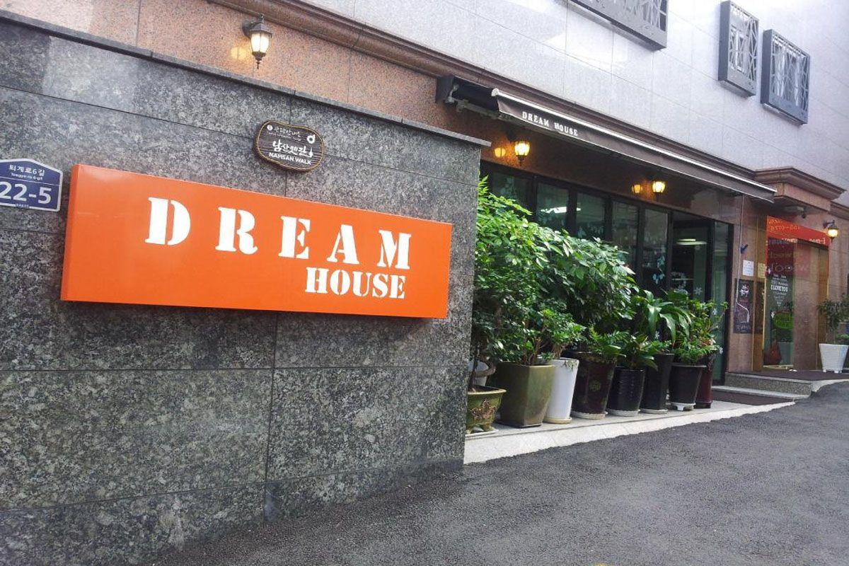 Nhà nghỉ Dream House
