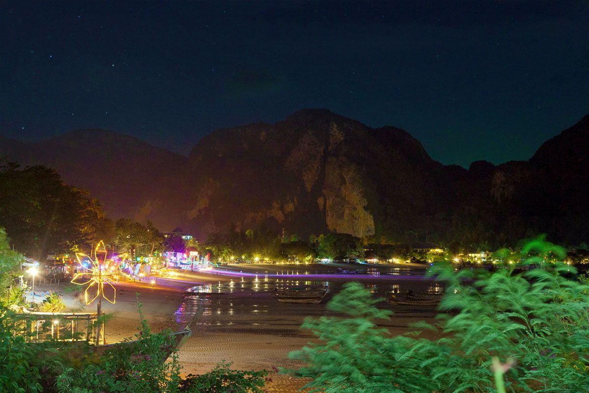 Koh Phi Phi lúc lên đèn