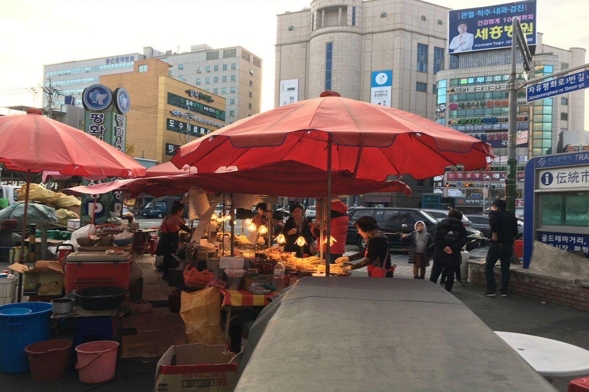 Món dakttongjip nổi tiếng trong chợ Pyeonghwa