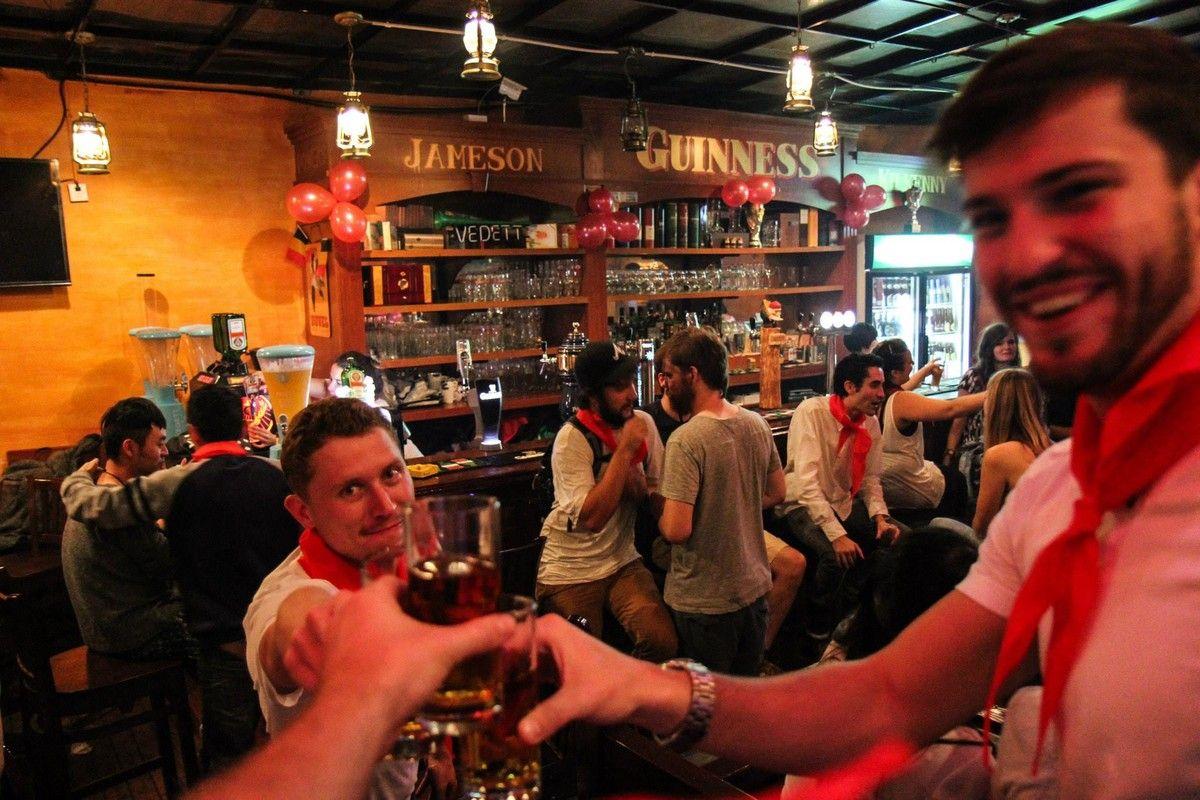 Thư giãn ở một số quán bar hoặc rượu