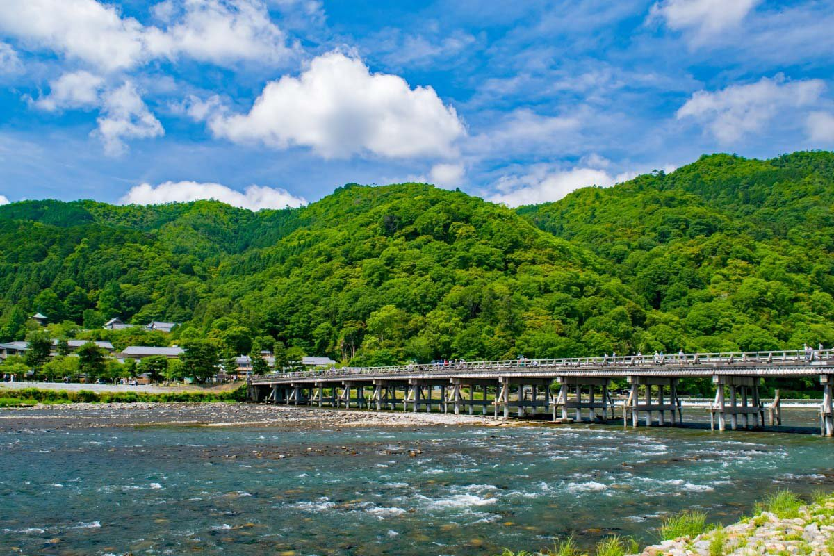 2. Cầu Togetsukyo (The Moon Crossing Bridge)