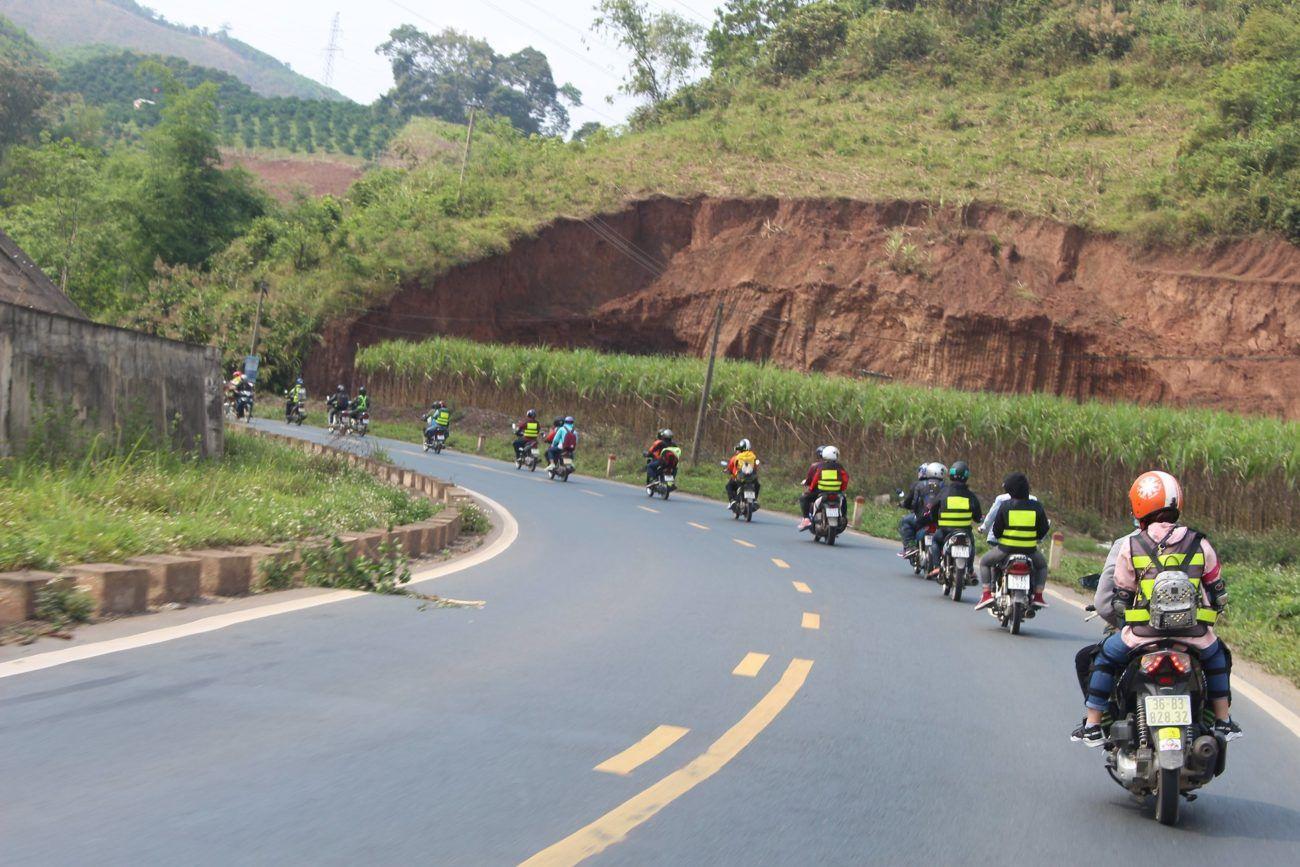 Du lịch Mộc Châu bằng xe máy là thú vị nhất