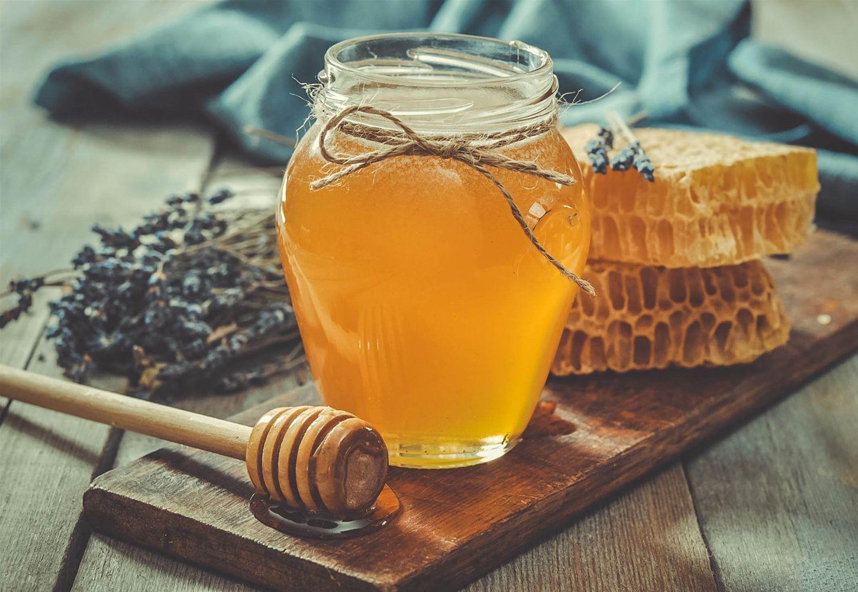 Mật ong rừng Cát bà nổi tiếng thơm ngon, đặc sánh, có màu vàng đậm