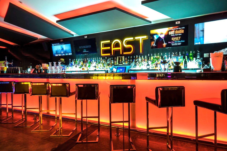 East Rooftop Bar ở G Hua Hin Resort