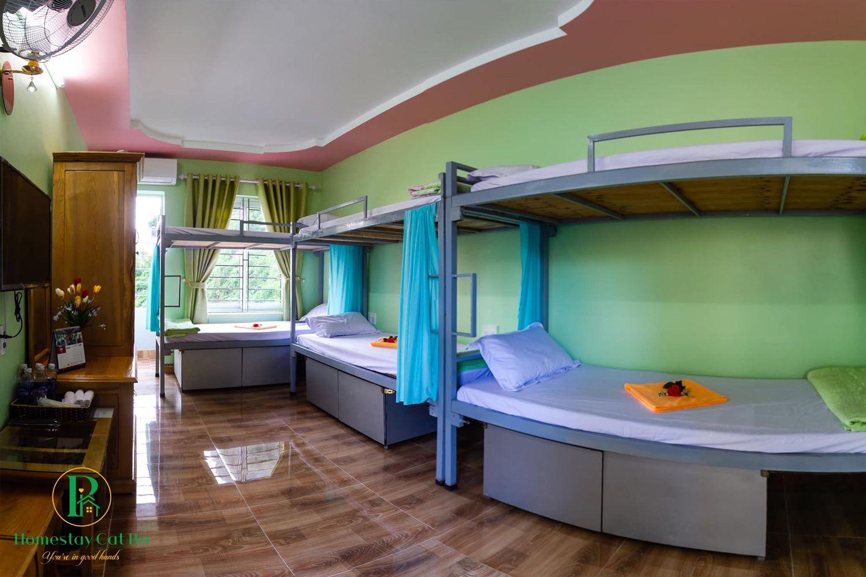 Giường tầng cho nhóm bạn ở Pi's Homestay Cat Ba