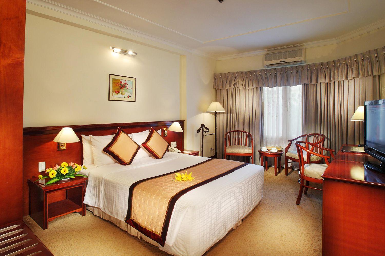Khách sạn First Hotel