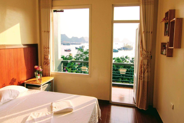 Các phòng ngủ đều đủ tiện nghi và nhìn ra hướng biển