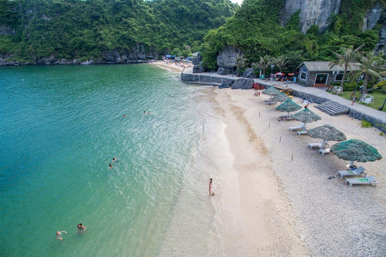 Bãi biển ở Vịnh Lan Hạ