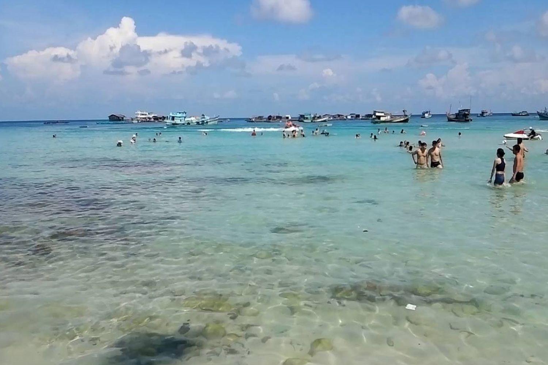 Tắm biển ở Hòn Mấu