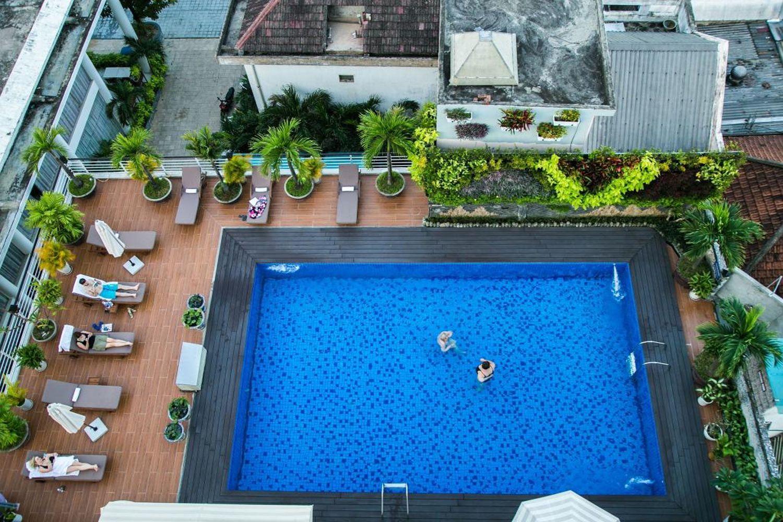 Rosaleen Boutique Hotel có hồ bơi ngoài trời rộng rãi