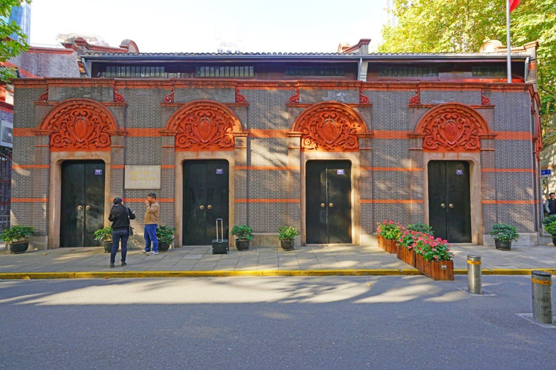 Tham quan viện Bảo tàng Đại hội Cộng sản
