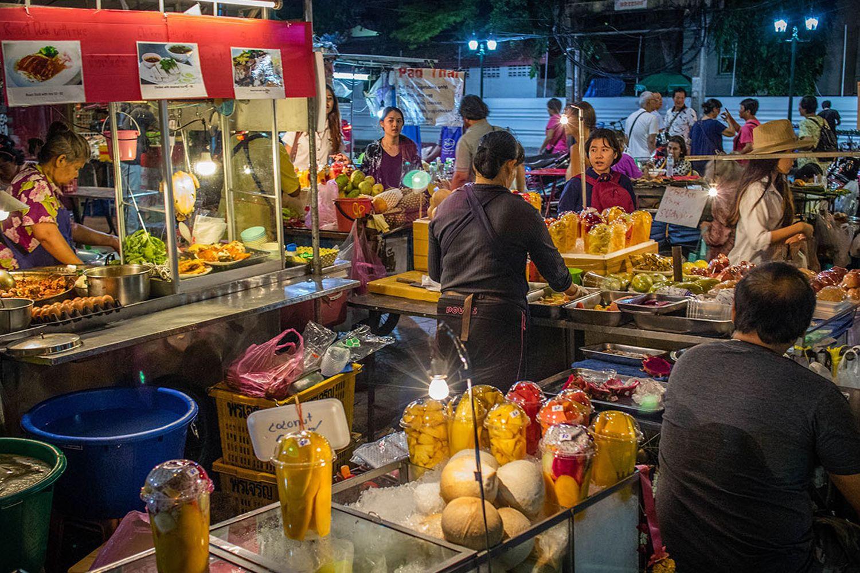 Quầy ẩm thực trên đường Soi Rambutti