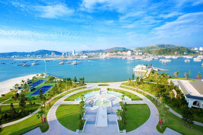 Tầm nhìn tuyệt vời ra Vịnh Hạ Long