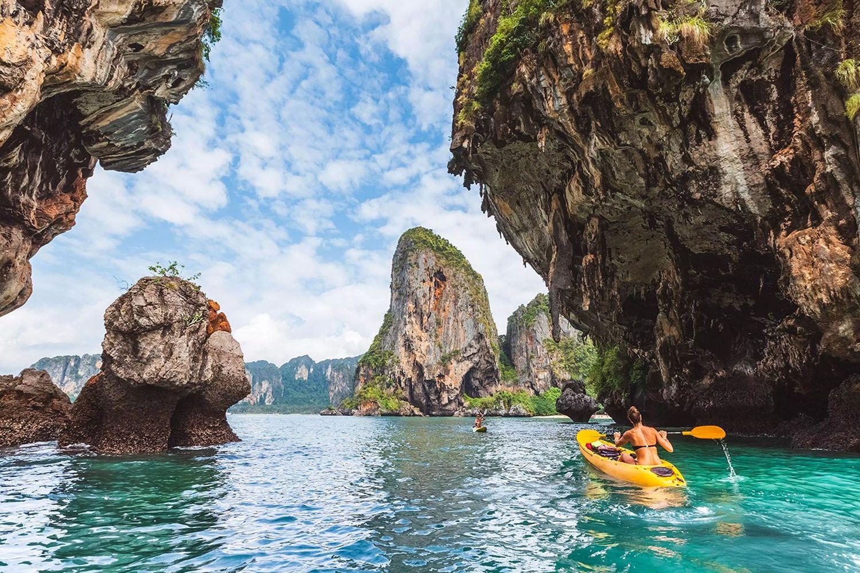 Chèo thuyền kayak trên bãi biển