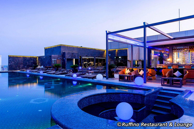 Bể bơi ở  Ruffino Restaurant & Lounge