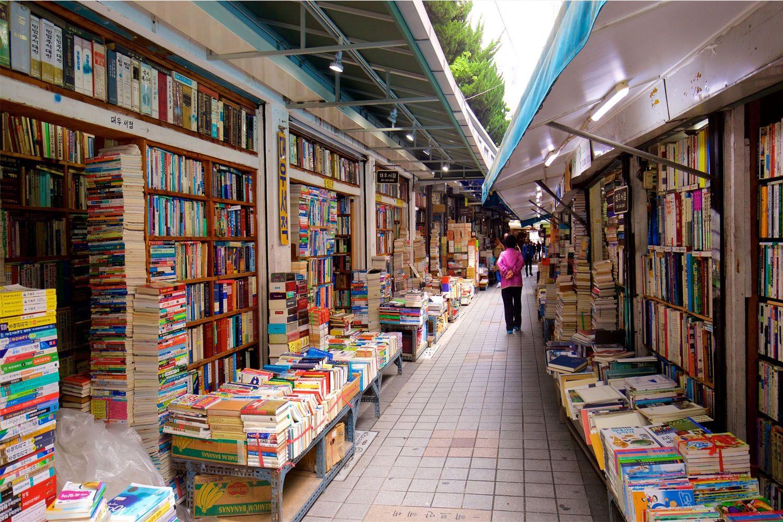 Sách tại phố sách Bosu-dong