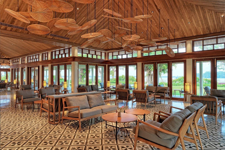 Hầu hết nội thất ở đây sử dụng từ mây tre và gỗ