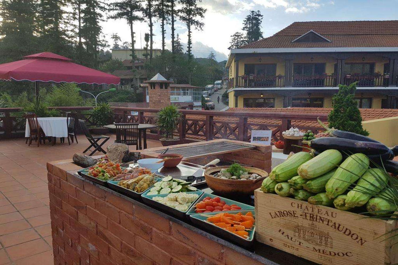Khu ẩm thực ngoài trời ở Victoria Sapa Resort & Spa