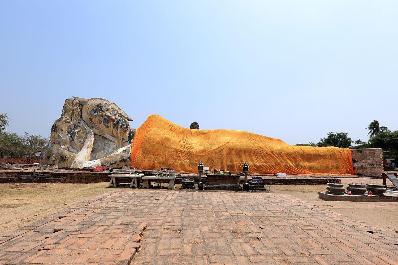 Wat Lokaya Sutha (Đền thờ Phật nằm)