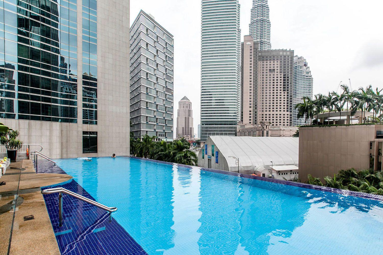 Bể bơi ở khách sạn Impiana KLCC