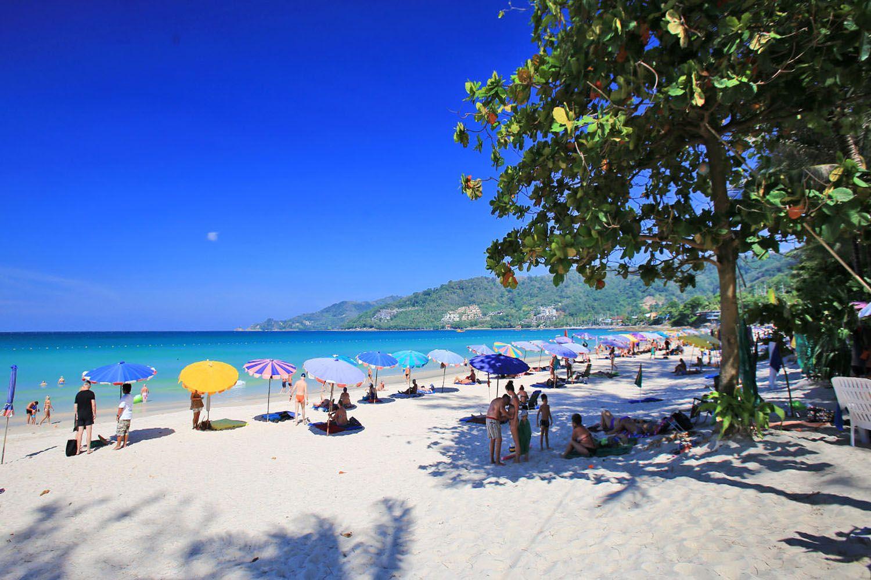 Dành thời gian thư giãn tại các bãi biển
