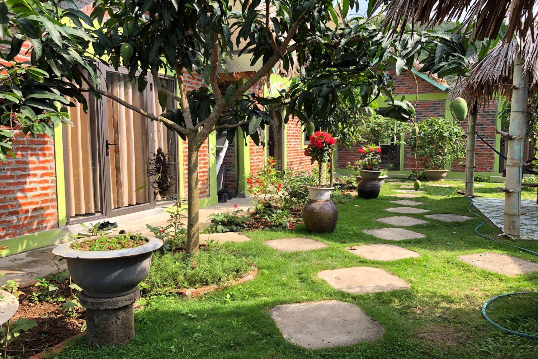 Sân vườn ở Cat Ba Rustic Homestay