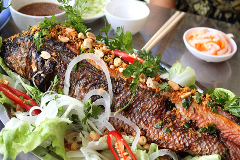 Quán ăn hải sản chú 5 Lùn