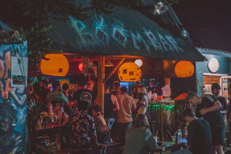 Tiệc tùng tại quán Boom Bar